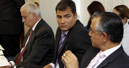 En 2009, Galo Chiriboga fue abogado del Presidente Rafael Correa en el juicio por daño moral contra el Banco Pichincha.