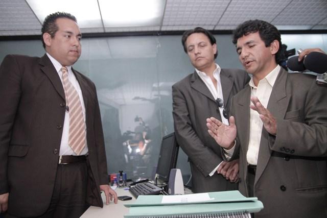 CLEVER JIMENEZ Y FERNANDO VILLAVICENCIO IMPUGNAN A CHIRIBOGA