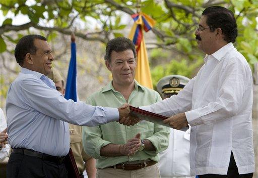 Porfirio Lobo, Manuel Zelaya,Juan Manuel Santos