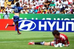 Benzia marcó dos goles.