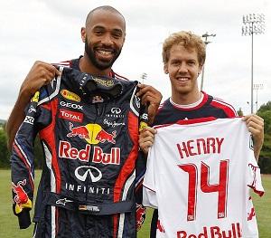 Vettel y Henry intercambiaron indumentaria.