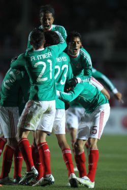Celebración del gol mexicano.