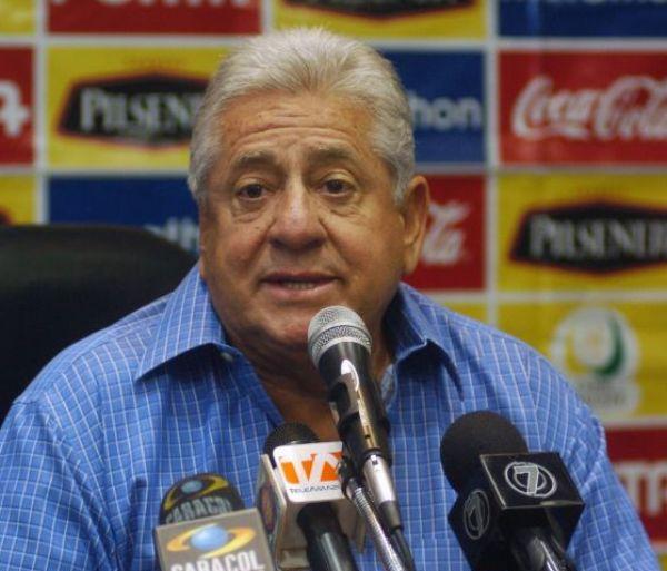 Foto de archivo. Luis Chiriboga, presidente de la FEF. Foto API.