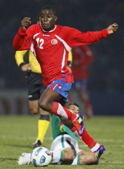 Joel Campbell (19 años) fue la figura del partido.