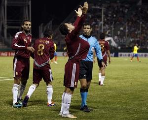 César González celebra el gol de la victoria.