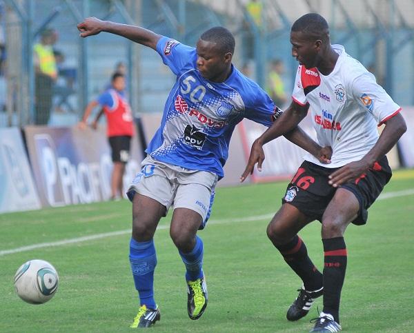 El juvenil Denis Hurtado fue una de las figuras destacadas del partido.