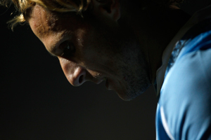 Diego Forlán lamenta el empate con Perú.