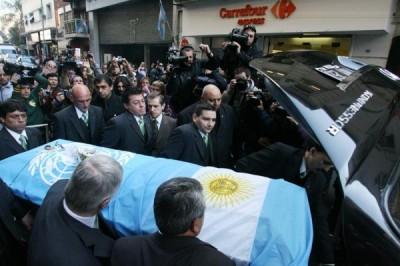 Una multitud despidió a Cabral hoy, en Buenos Aires.