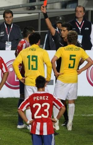 Pezzotta expulsó un jugador de cada equipo.