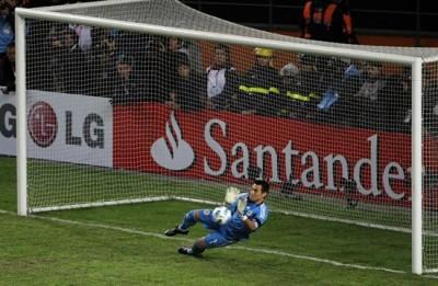 Justo Villar atajó un penal.
