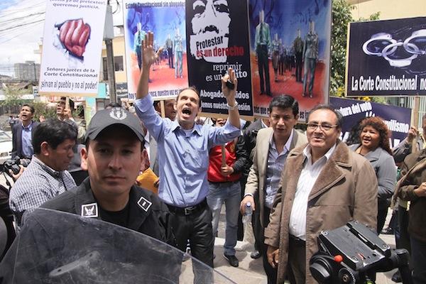 COLEGIO DE ABOGADOS DEL GUAYAS PROTESTAN EN LA JUDICATURA
