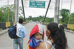 Imagen de refugiados en la frontera. Foto de Archivo, La República.