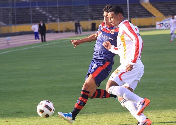 Luis Fernando Saritama fue el conductor del Deportivo Quito en un partido muy trabado.