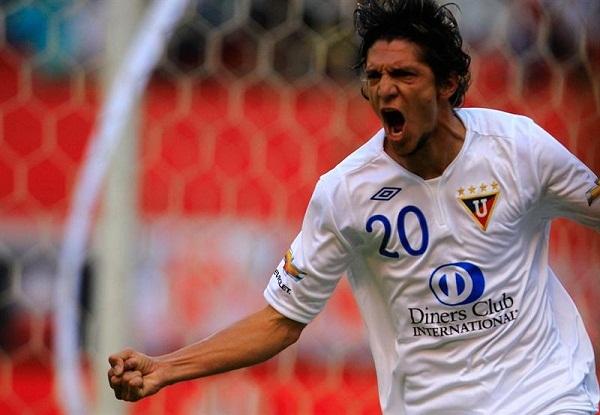 Foto de archivo. Enrique Vera con la camiseta de Liga de Quito. Foto API.