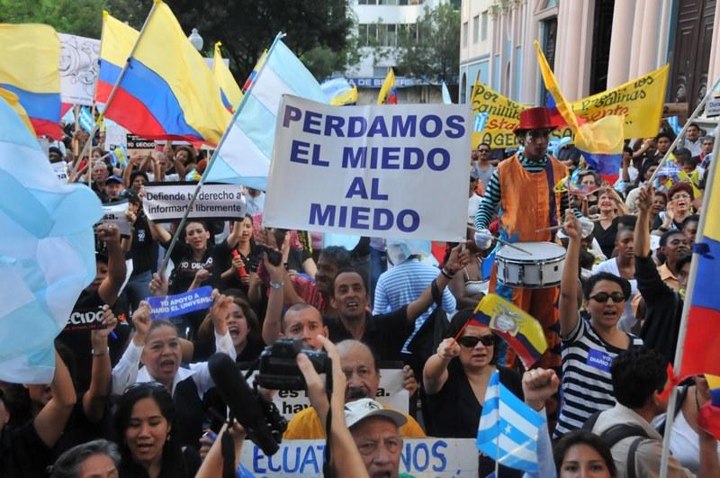 Guayaquil. 01.09.2011 planton del universo en la plaza san francisco