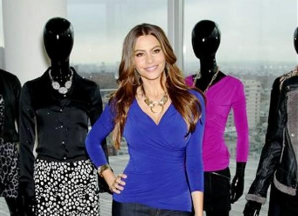 Sofía Vergara lanza su nueva línea de ropa, Sofia by Sofia Vergara Collection, en una tienda Kmart en Nueva York, el 22 de septiembre del 2011. (AP Foto/Starpix, Marion Curtis)