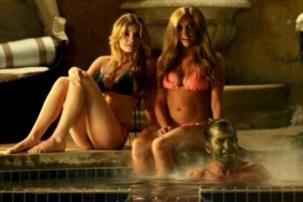 Charlie Sheen En La Parodia De 'Apocalypse Now'