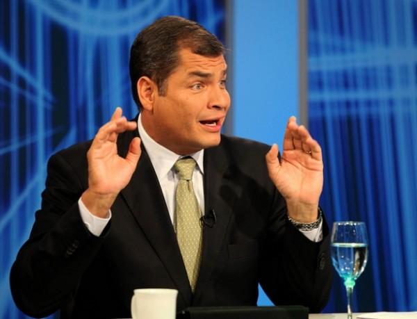 Quito, 21 sep 2011.- El Presidente de la República, Rafael Correa, durante la entrevista para el programa Perspectiva 7 en Ecuador TV, con el periodista Rodolfo Muñoz. Foto: Miguel Ángel Romero García/Presidencia de la República.