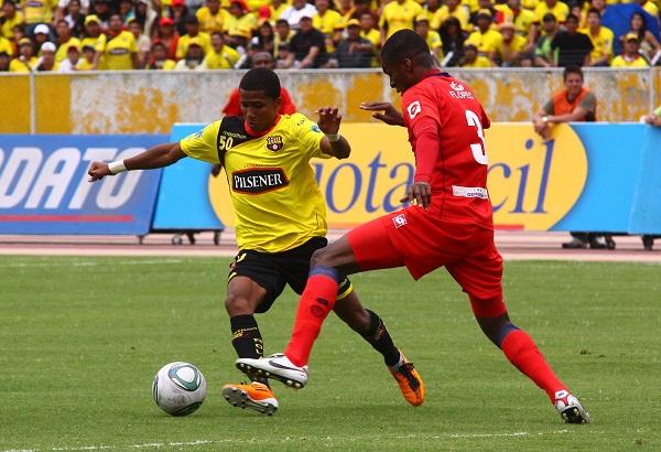 Bryan De la Torre tuvo dos inmejorables acciones de gol que pudieron cambiar la historia del juego.