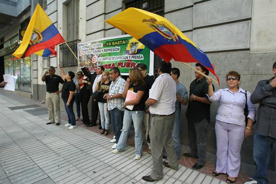 ecuatorianos_rechazan_30s_españa