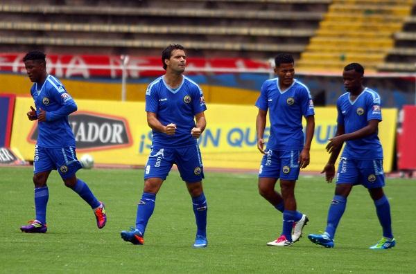 Javier Guarino celebró un gol que no fue suficiente para la victoria que buscó la Espoli.
