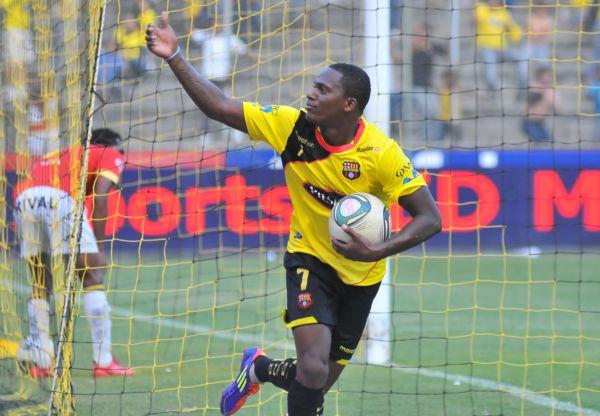 Armando Wila fue la figura del partido y fue recompensado con un gol.