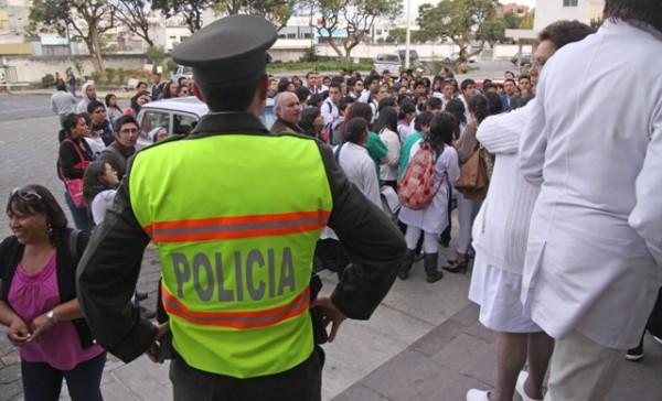 PROTESTAS POR DESPIDOS EN HOPITALES DEL PAIS