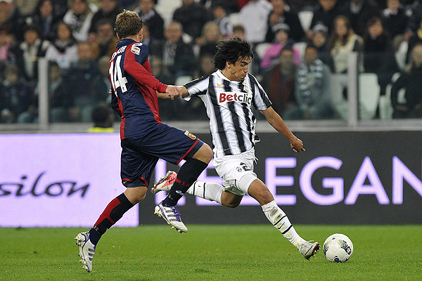 Juventus' Estigarribia is challenged by Genoa's Seymour during their Serie A soccer match at Juventus stadium in Turin