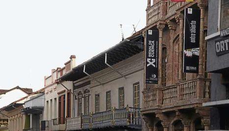 Bienal-edificio-funciona-artistica-publicidad_ECMIMA20111102_0091_6