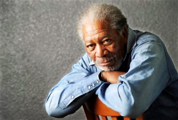 El actor Morgan Freeman posa para un retrato en Los Angeles en una fotografía de archivo del 25 de abril de 2011. Freeman recibirá el premio Ceceil B. DeMille por su trayectoria destacada en la ceremonia anual de los Globos de Oro en enero de 2012. (Foto AP/Chris Pizzello, archivo)