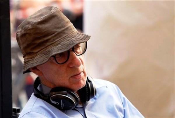 """Woody Allen en el plató de su película """"The Bop Decameron"""", en Roma, el 14 de julio del 2011. (AP Foto/Andrew Medichini, Archivo)"""