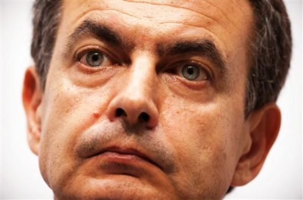 El jefe de gobierno español, José Luis Rodríguez Zapatero, escucha una pregunta durante una conferencia de prensa al final de la XXI Cumbre Iberoamericana en Asunción, Paraguay, en esta fotografía de archivo del 29 de octubre de 2011. (Foto AP/Víctor R. Caivano)