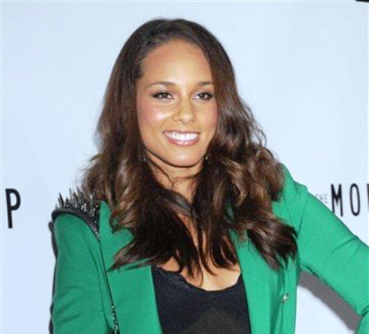 """Alicia Keys asiste al estreno de """"The Mountaintop"""" en Broadway, el 13 de octubre del 2011 en Nueva York. (AP Foto/Louis Lanzano, Archivo)"""