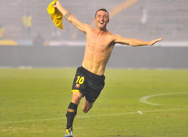 Damián Díaz celebra el 2x0 que anotó en los descuentos.