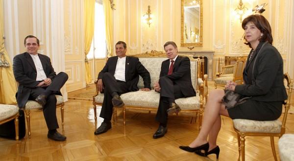 Correa y Santos con sus respectivos cancilleres