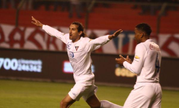 Hernán Barcos celebra el gol de la igualdad y su anotación número 16 de la temporada.