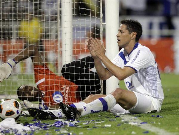 Alexander Domínguez fue una de las grandes figuras del partido. Atajó balones imposibles.