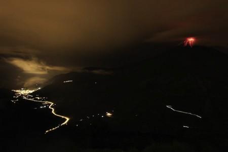 El Tungurahua, visto el 28 de noviembre de 2011.