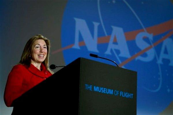 La viceadministradora de la NASA, Lori Garver, pronuncia el discurso inaugural de un foro sobre el futuro de la agencia, el viernes 9 de diciembre del 2011, en Seattle  (AP foto/NASA, Bill Ingalls)  MANDATORY CREDIT