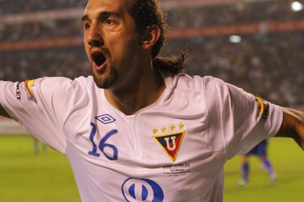 Foto de archivo. Hernán Barcos con la camiseta de Liga de Quito. Foto API.