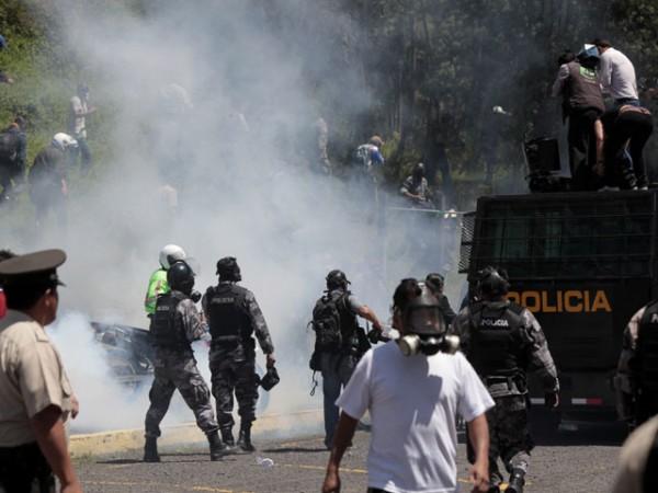"""GOBIERNO DE ECUADOR DENUNCIA """"PROCESO DE DESESTABILIZACIÓN"""" DE DEMOCRACIA"""