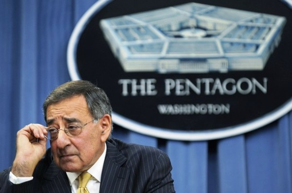 U.S. Defense Secretary Leon Panetta takes questions during a news conference at the Pentagon in Washington, November 10, 2011. REUTERS/Jonathan Ernst (UNITED STATES - Tags: POLITICS MILITARY)