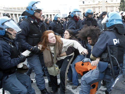 VATICANO-PROTESTA