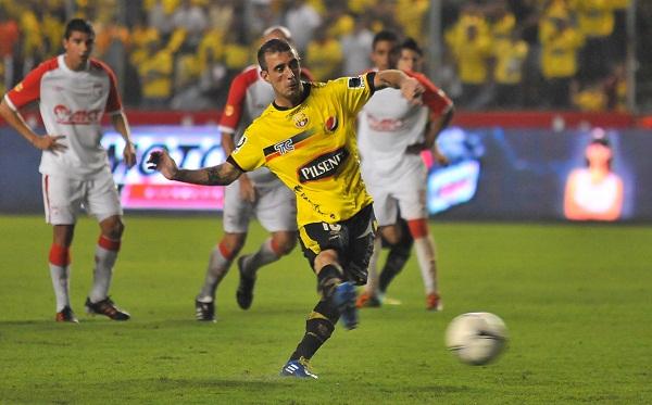 Damián Díz anotó el gol de penal y dio una gran demostración de fútbol.