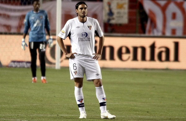 El argentino Ezequiel Luna mostró firmeza en el fondo y buenas condiciones para salir jugando.