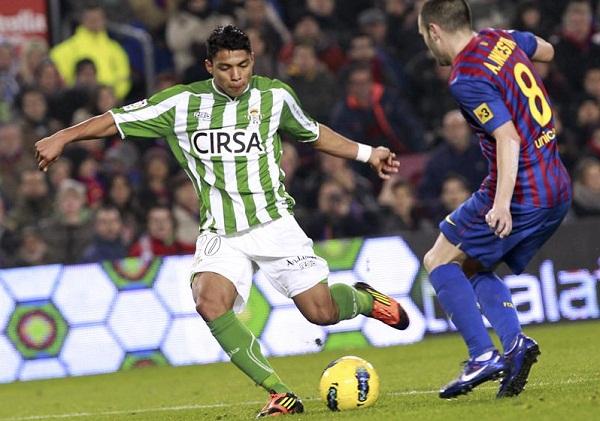 El ecuatoriano Montero mostró mucha velocidad y habilidad por la banda derecha.