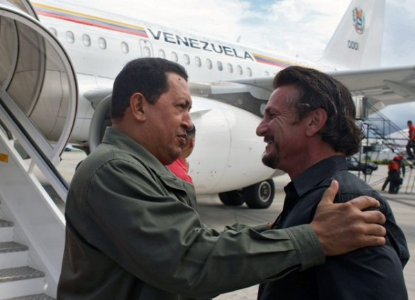 Venezuela's President Hugo Chavez (L) talks with US actor and director Sean Penn in Cumana, 400 km east of Caracas on October 19, 2008. Penn accompanied Chavez in a visit to a Venezuelan Petroleum company (PDVSA) gas plant. AFP PHOTO / PRESIDENCIA – Marcelo Garcia VENEZUELA-CHAVEZ-SEAN PENNAFP_20-10-08-0118_258.JPG