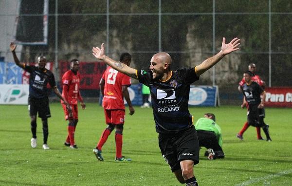 El argentino Lucas Concistre celebra su segunda anotación del torneo.