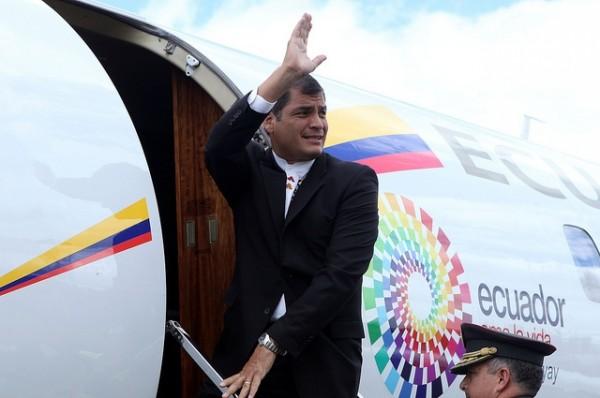 Quito, 22 de septiembre de 2011.- El Presidente de la República, Rafael Correa, partió hacia Nueva York donde cumplirá varias actividades. Foto: Santiago Armas/Presidencia de la República.