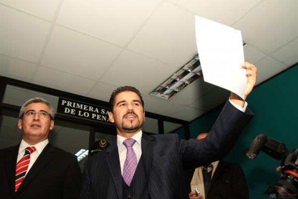 BUCARAM PRESENTA DEMANDA CONTRA ALEXIS MERA